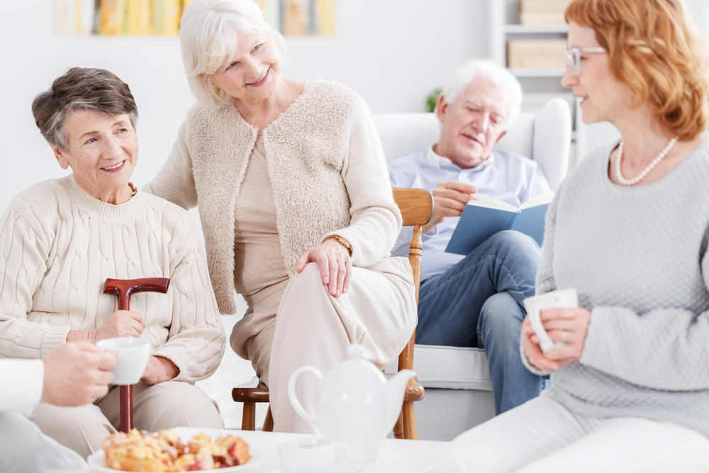 memory-care-alzheimer-group-seniors-talking