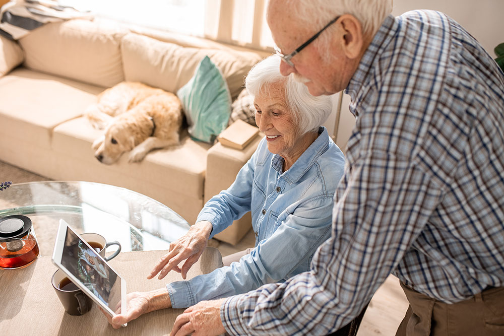 Sabal Palms Senior Living Senior Couple on tablet video chat with family